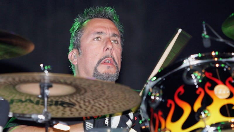 Illustration for article titled Latinx Punk Hero and Social Distortion Drummer Charlie Quintana Dead at 56