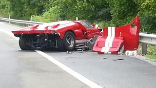 Illustration for article titled Ford GT40 Crashes On Rainy Tennessee Road