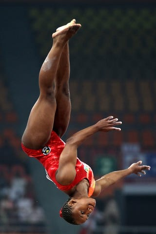 Illustration for article titled Thighlighted Gymnast Upends The Competition