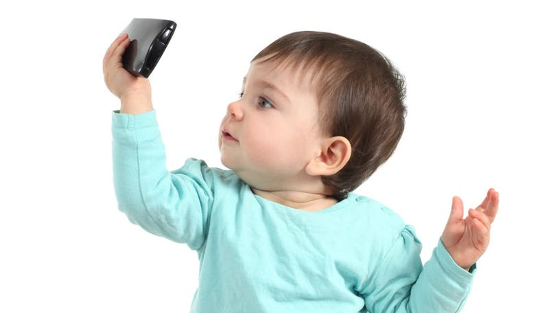 Illustration for article titled Awww, Toddlers Are Obsessed With Taking Selfies, Too