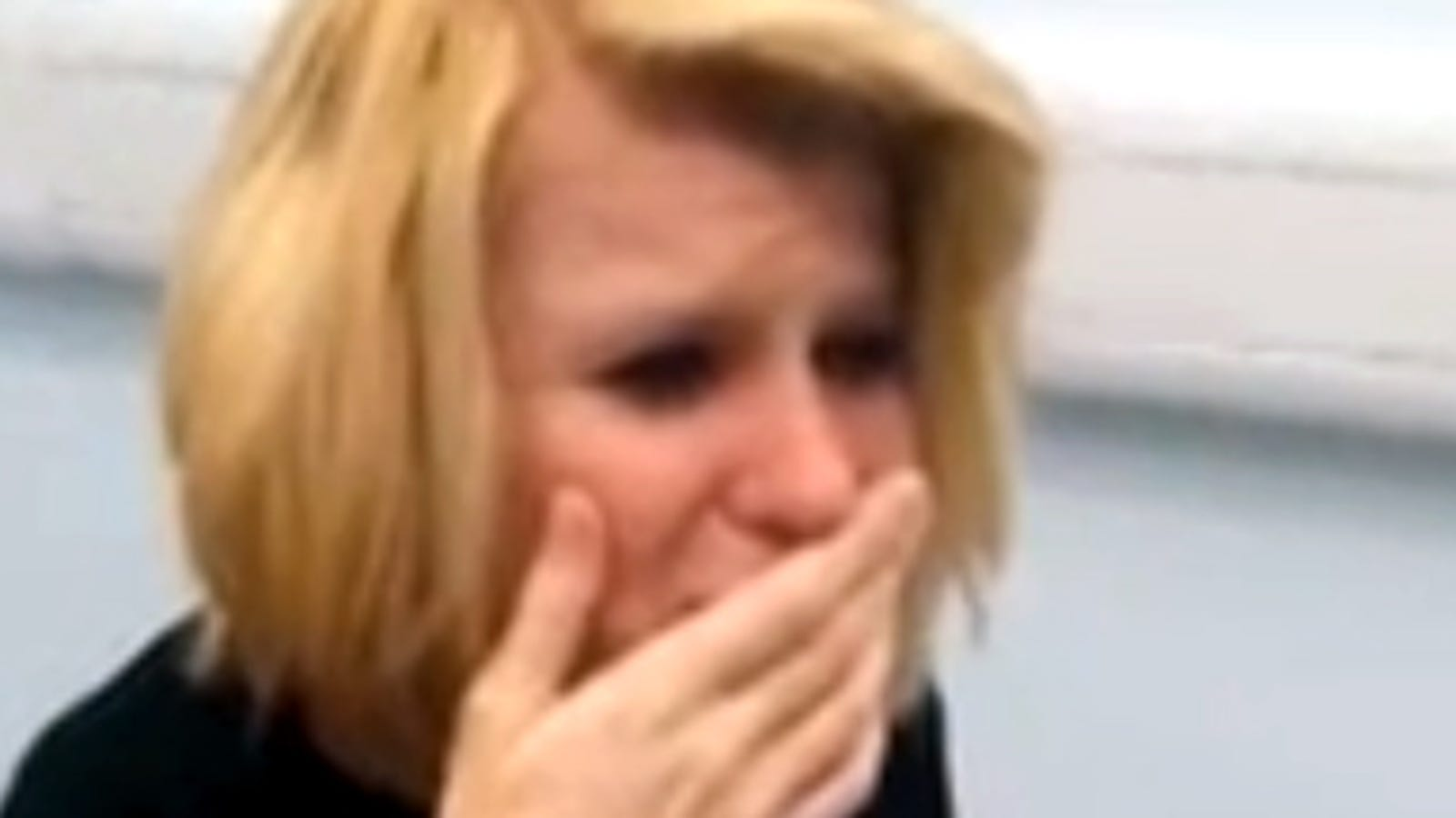 The incredible moment in which a deaf woman hears for the first time