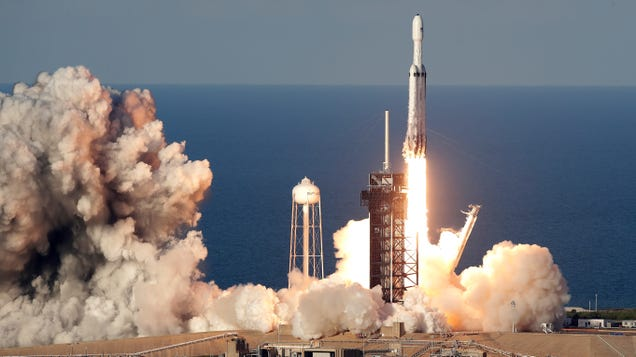 FCC Clears SpaceX to Launch Nearly 1,600 Internet-Beaming Satellites to a Lower Orbit