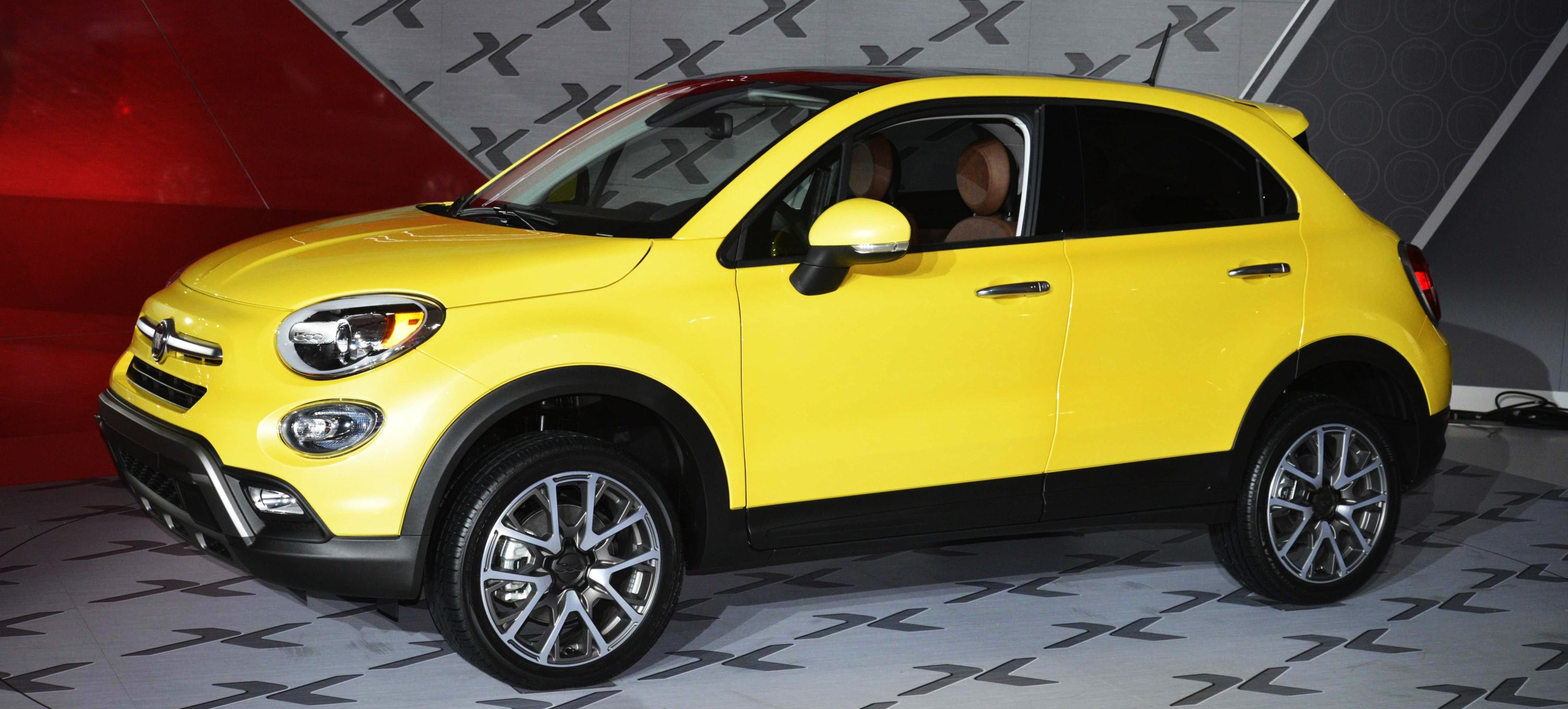 the 2016 fiat 500x does what mini never did. Black Bedroom Furniture Sets. Home Design Ideas