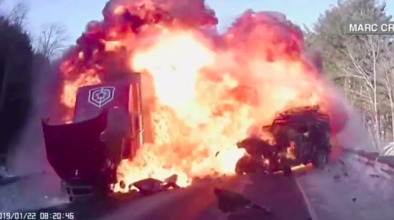 Illustration for article titled Jeep Wrangler Bursts Into Fireball In Terrifying Head-On Crash With Semi Truck