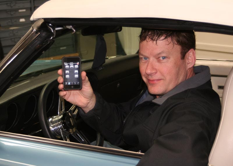 Illustration for article titled Electronics Whiz Controls '69 Pontiac GTO With iPod Touch