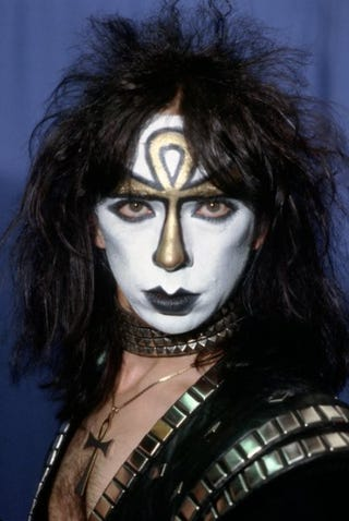 Ex-Kiss guitarist dodges animal-cruelty charges. (Google)