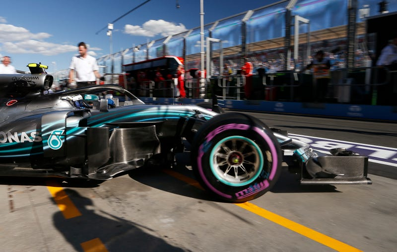 Illustration for article titled Bottas Wipes Out In Australia Qualifying But Hamilton Crushes Track Record