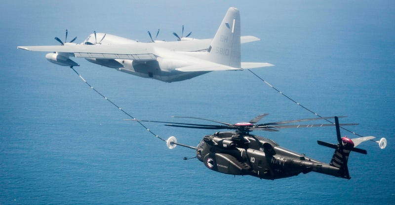 Illustration for article titled Cool Angle of a Helicopter Aerial Refueling Makes It Seem As If the Blades Are Gonna Chop the Line