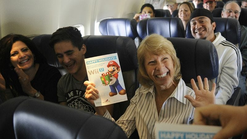 Illustration for article titled Southwest Airlines surprises passengers with holiday season's third-most-wanted game console