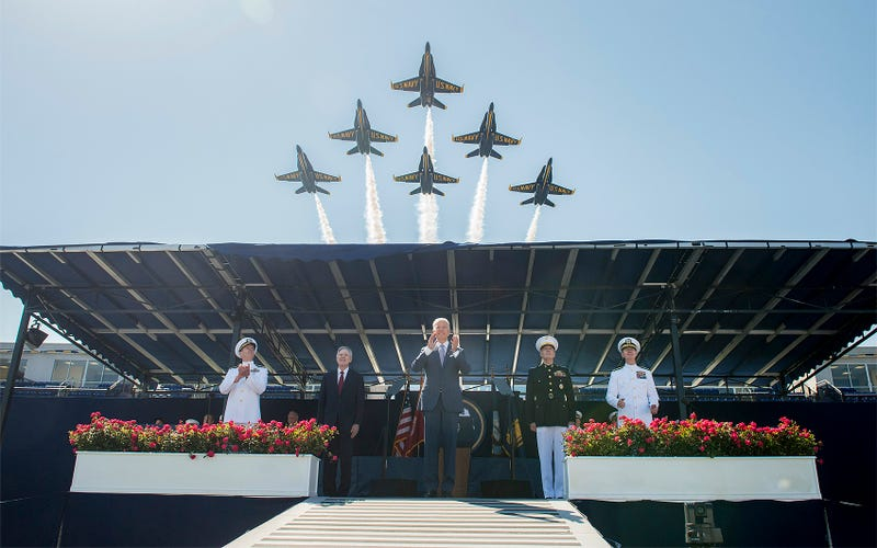 Illustration for article titled The Blue Angels Roar Over Graduation At The U.S. Naval Academy