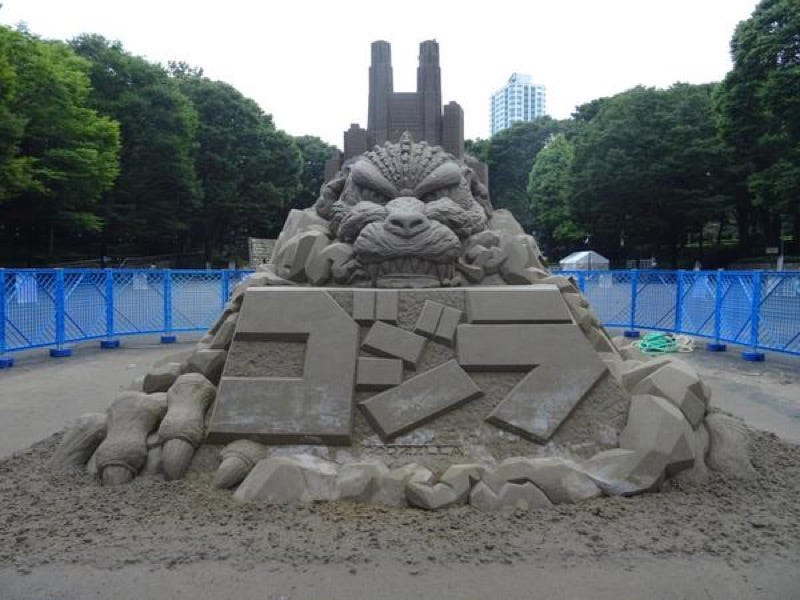 Illustration for article titled Another Large Godzilla Appears in Tokyo, But It's Made of Sand