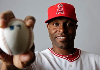 Illustration for article titled Police Draw Guns On Angels Outfielder Torii Hunter Outside His Home (UPDATE)