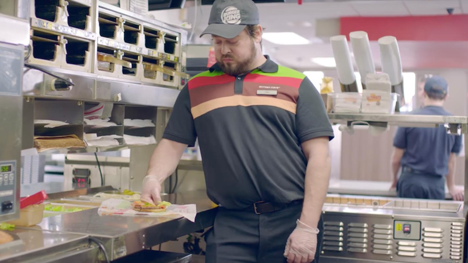 Un anuncio de Burger King afirma que la gente defiende más a una hamburguesa que a un adolescente