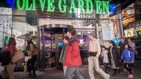 former manager of the times square olive garden shares harrowing war stories - Olive Garden Harlingen
