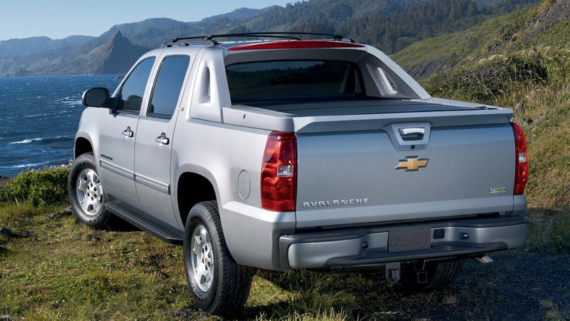 Illustration for article titled The Chevy Avalanche's Folding Mid-Gate Is The Best Feature Found On Only One Vehicle