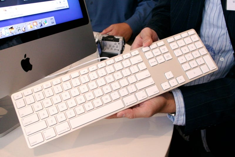 Illustration for article titled Hands-on With the Slim Aluminum Apple Keyboards