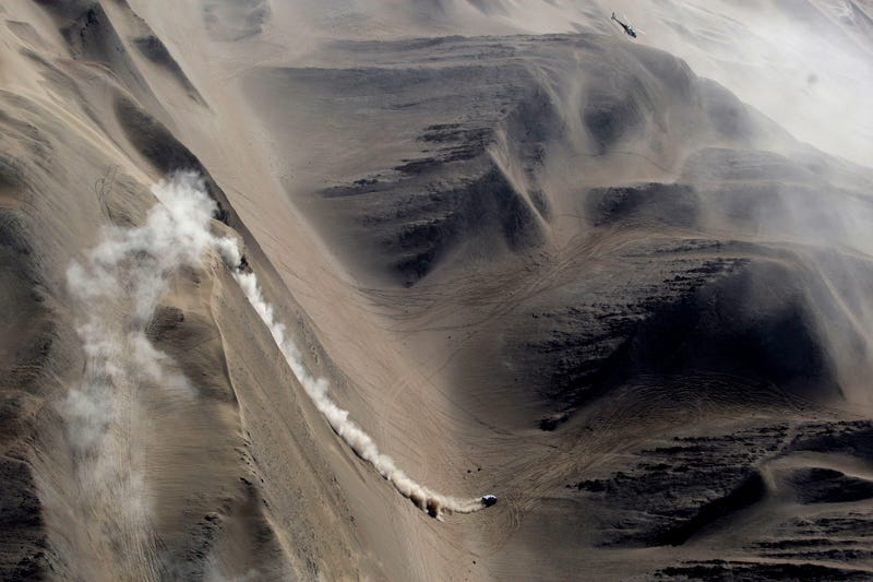 Illustration for article titled The Dunes Of The Dakar Rally