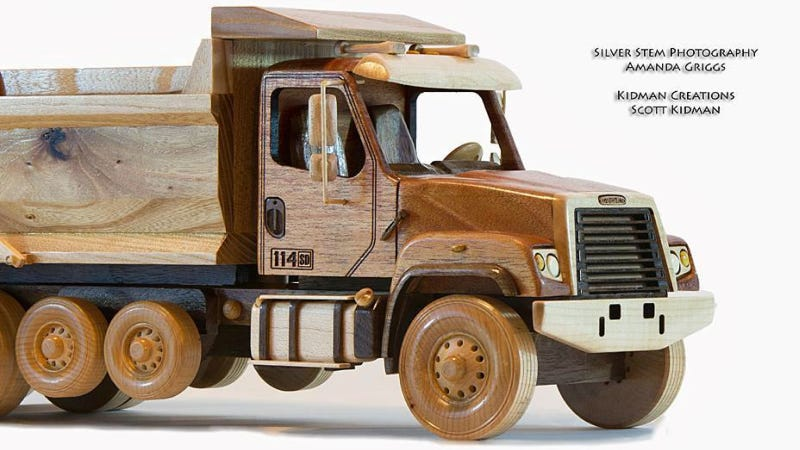 Illustration for article titled I Could Spend All Day Examining This Beautifully Detailed Wooden Truck