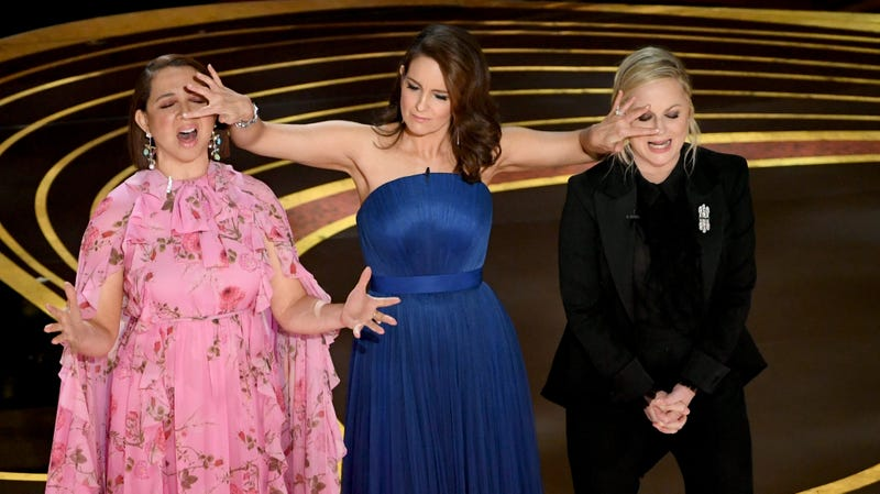Illustration for article titled Who needs a host when the Oscars can open with Amy Poehler, Tina Fey, Maya Rudolph, and Queen?