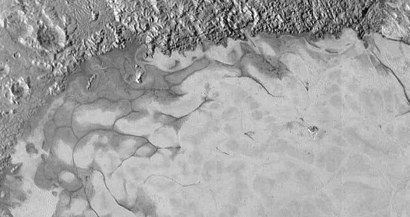 Illustration for article titled La New Horizons encuentra indicios de corrientes de hielo en Plutón