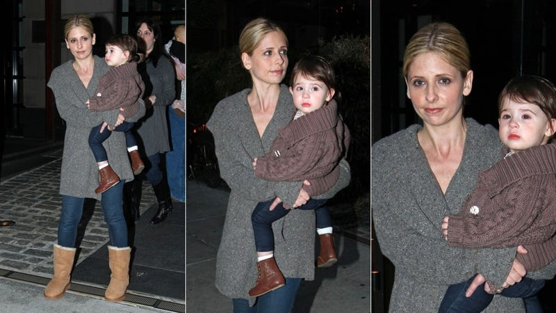 Illustration for article titled Cardigans, Boots & Jeans For Sarah Michelle Gellar & Baby Charlotte