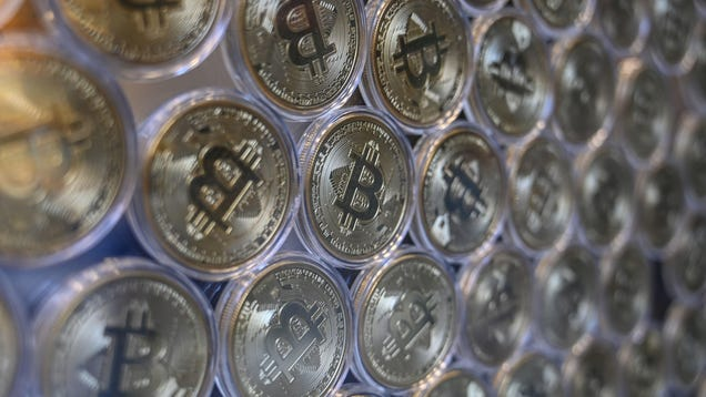Bitcoin Keeps Moving On Up, Reaching $33,000 in Value