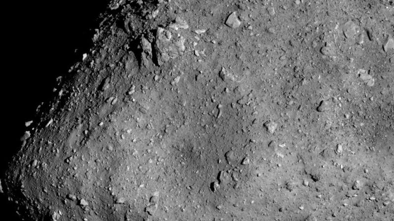 Illustration for article titled Japanese Spacecraft Hayabusa2 Snaps Incredible Close-Up Image of Asteroid Ryugu