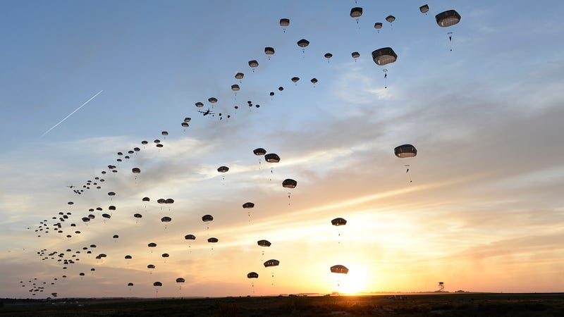 Illustration for article titled Paratroopers fill the sky in awesome photo