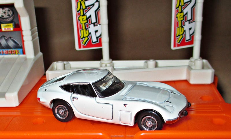 Illustration for article titled Tomica Tuesday: Premium Toyota 2000GT