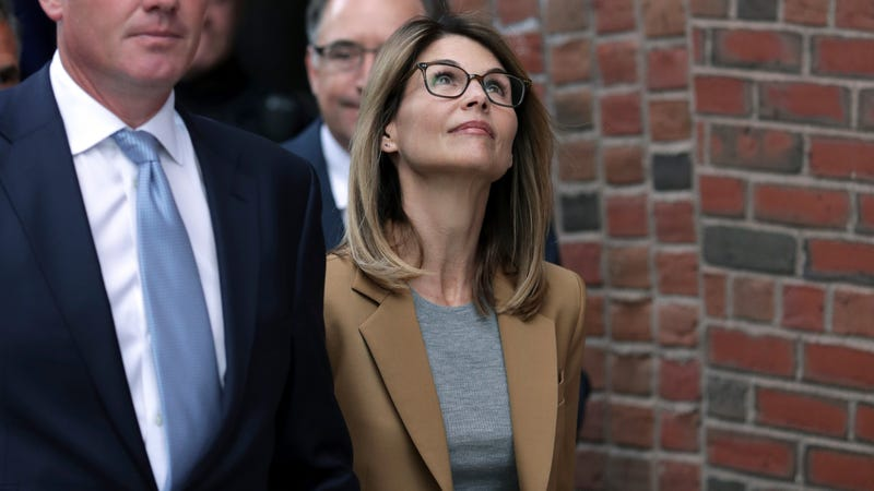 Illustration for article titled Lori Loughlin and Her Husband Mossimo Giannulli Plead Not Guilty in College Admissions Scandal