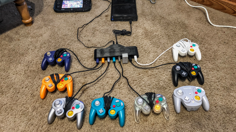 Illustration for article titled Smash Bros. Fan Creates 8-Player GameCube Controller Adapter