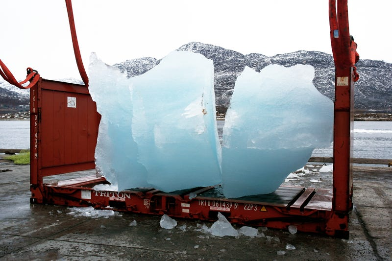 Illustration for article titled What It Takes To Transport 112 Tons of Arctic Ice Over 2,000 Miles