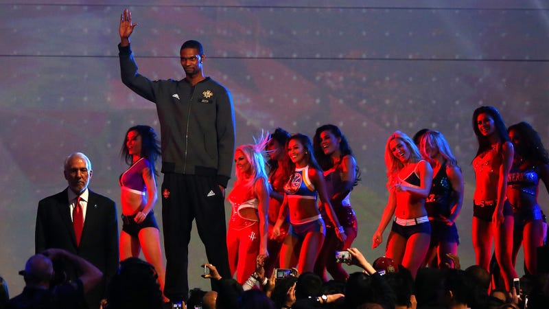LeBron, Wade acknowledge Chris Bosh following his release from Heat