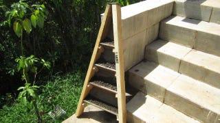 Illustration for article titled Make a DIY Vertical Corner Garden with Wood Pallets