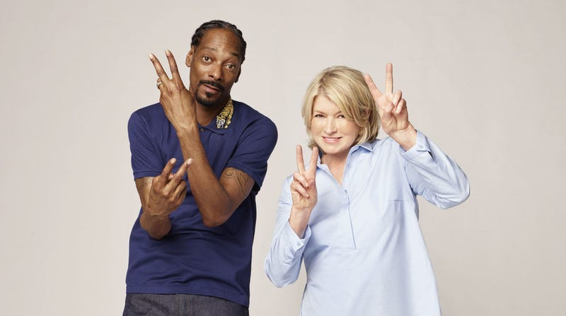 Illustration for article titled Martha Stewart and Snoop Dogg make famous people compete on TV for giant platter