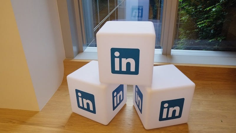 Illustration for article titled Make Your LinkedIn Headline Stand Out by Keeping It Simple