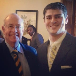 Illustration for article titled RGIII Photobombing Ken Starr Is A Delight