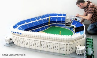 Illustration for article titled Yankee Stadium Gets a Glorious Lego Send-Off