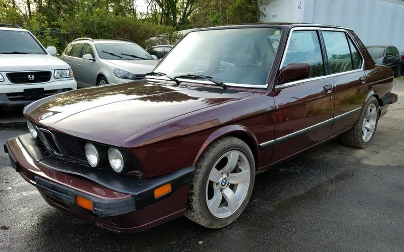 Illustration for article titled For $3,500, Could This 1985 BMW 528 Still Bring It?