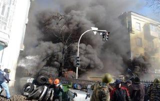 Illustration for article titled Kijevben lőnek. Mindenki mindenkire
