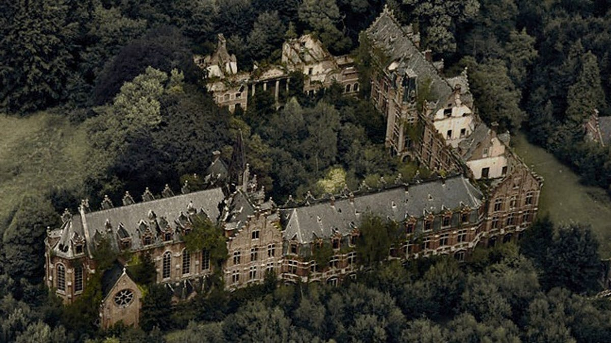 9 of the Most Fascinating Abandoned Mansions from Around the