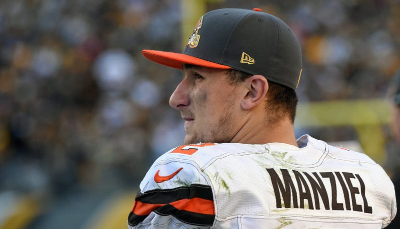 Illustration for article titled Johnny Manziel's Ex-Girlfriend Told Cops He Hit Her Several Times (Updated)