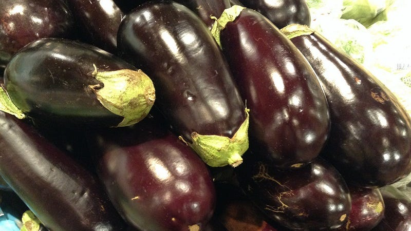 Illustration for article titled Pick a Good Eggplant at the Store by Looking at Its Skin and Stem