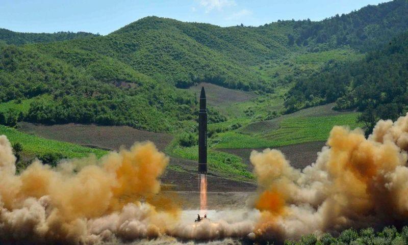 Foto: Uno de los misiles balísticos intercontinentales probados por Corea del Norte en julio de 2017 (vía AP Images).
