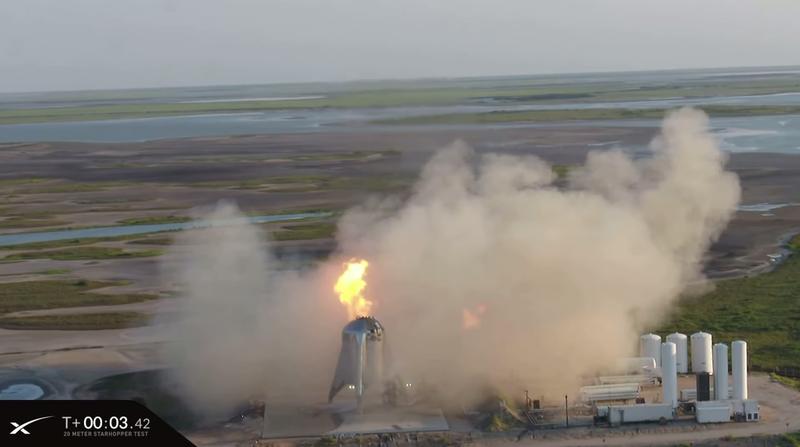 Illustration for article titled El primer intento de lanzamiento del Starhopper acaba con el cohete de SpaceX envuelto en llamas