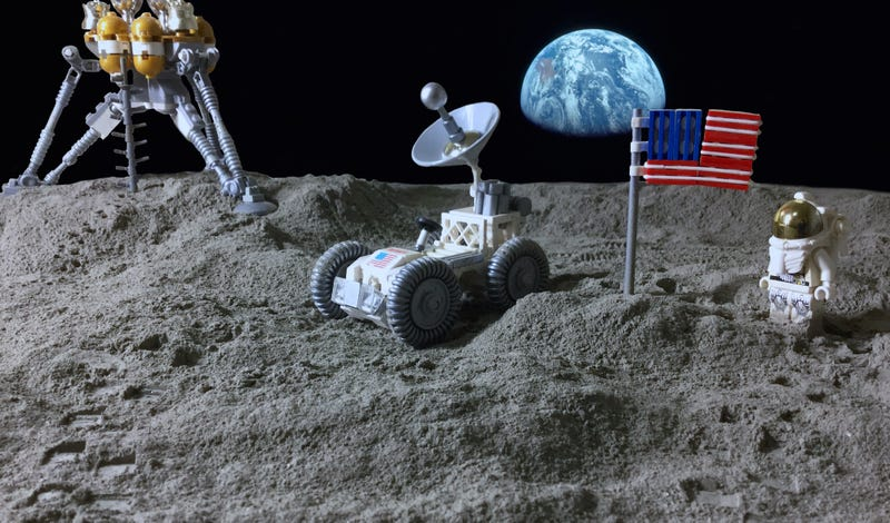 Illustration for article titled Return to the moon with this stellar Lego build