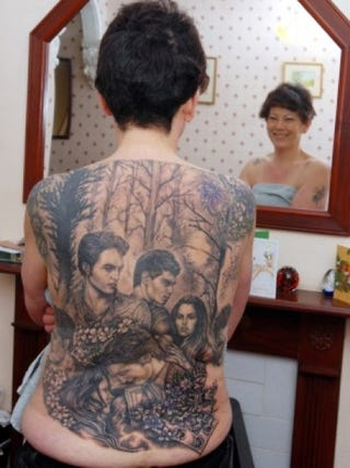 Illustration for article titled World's biggest Twilight back tattoo