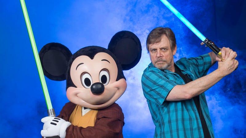 Illustration for article titled Hey nerds, Luke Skywalker's original lightsaber is going up for auction