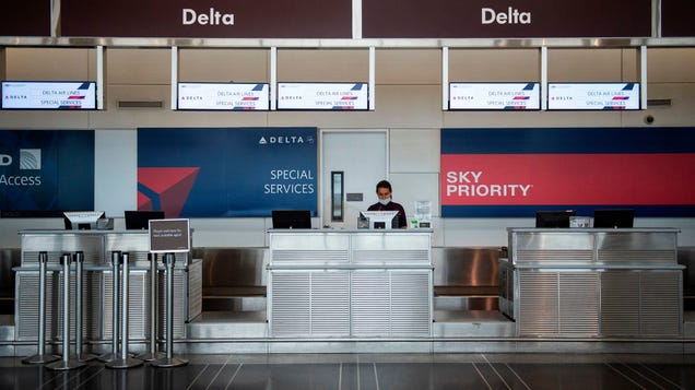 U.S. Airlines Threaten to Ban Passengers Who Refuse to Wear Masks From Future Flights