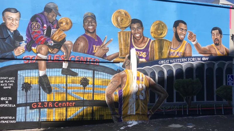 Illustration for article titled LeBron James Murals Around Los Angeles Are Being Vandalized By Lakers Fans